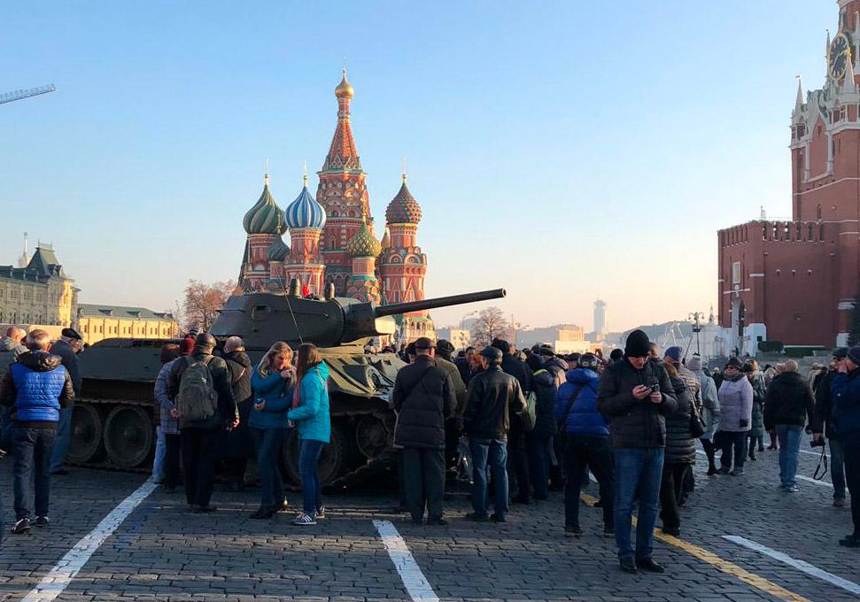 CSKA Mosca - Roma, visita alla piazza Rossa...sullo sfondo il Cremlino