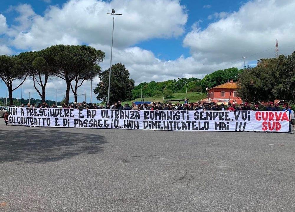 """""""Noi a prescindere e ad oltranza romanisti sempre, voi su contratto e di passaggio…Non dimenticatelo mai!!! CURVA SUD"""" - ROMA"""
