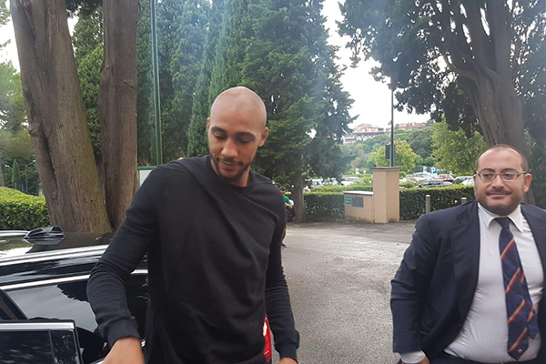 Steven N'Zonzi è arrivato a Villa Stuart (Foto)