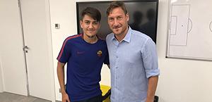 Cengiz Ünder incontra Totti: Leggenda (Foto)