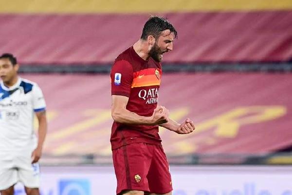 Cristante insieme alla squadra, l'AS Roma: Bentornato Bryan!