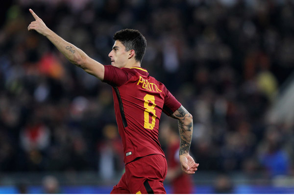 Roma - lazio 2-1: il gol di Perotti, la corsa sotto la Curva Sud (video)