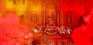 La Curva Sud festeggia il compleanno della AS Roma e colora di giallorosso Fontana di Trevi e Piazza del Popolo (foto - video)