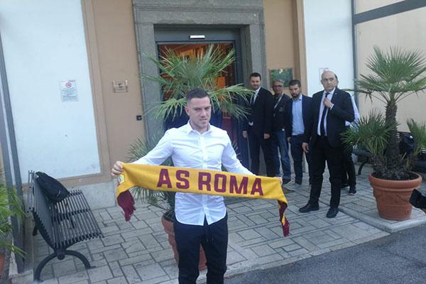 AS Roma: Jordan Veretout a Villa Stuart per le visite mediche (Foto)