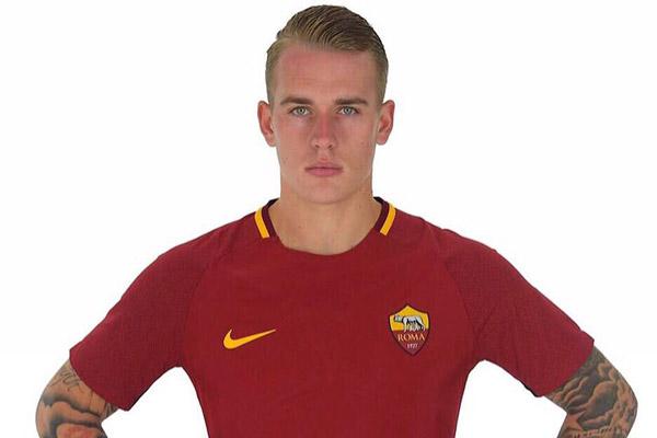 Karsdorp su Twitter in maglia giallorossa: Daje Roma (foto)