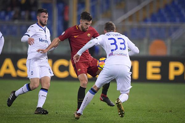 Mercato Roma - Strootman piace al Liverpool e al Marsiglia. Reds interessati anche ad Emerson Palmieri