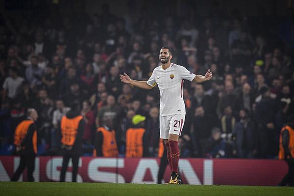 Gonalons: Qui a Roma ci sono grandi calciatori. Grande rispetto per Totti. De Rossi? Da lui posso imparare tanto