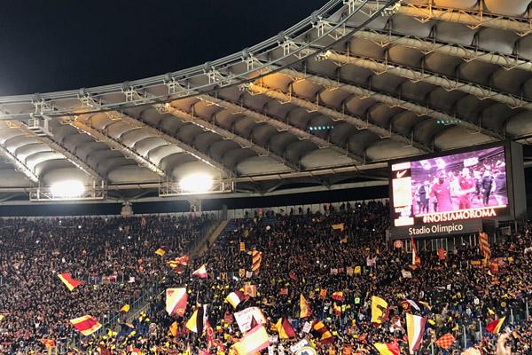 Roma ha vinto! La fine del derby, il boato dell'Olimpico, la festa sotto la Curva Sud (video)