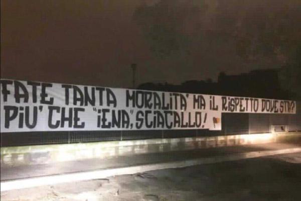 Curva Sud: Striscione a Campo Testaccio, 'Più che Iena, Sciacallo!' (dopo il servizio su Zaniolo e la mamma) - Foto