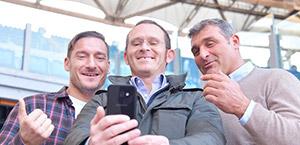 Totti: selfie con Peruzzi, Giorgio e Cristiano Sandri nel ricordo di Gabriele (foto)
