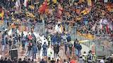 Daniele De Rossi saluta la Curva Sud al termine di Roma - Parma
